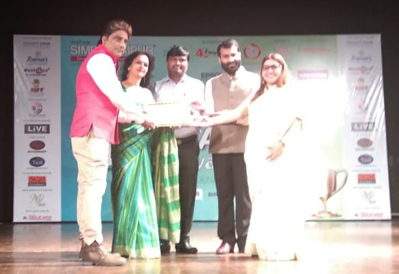 Sanskar School Teacher receives 7th Principals & Teachers award